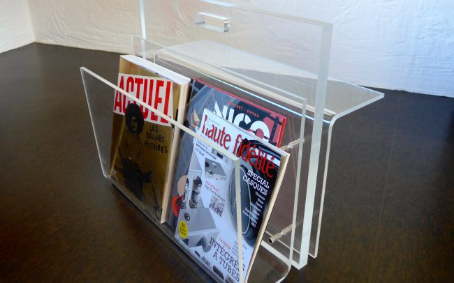 Décorations Créations - Porte Journal en Plexiglas - Design Ph. Walzer - Réalisation plexiglas Rolf Zweifel