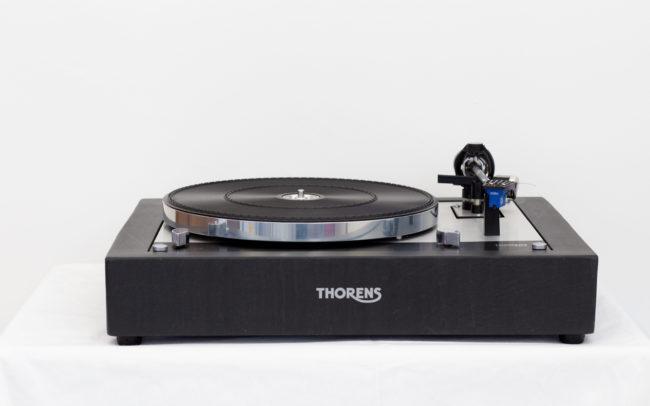 Décorations Créations - Thorens tourne disque - Walzer Publicité